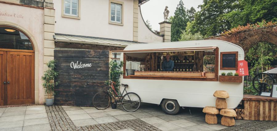Caravan-Bar-Innovative-Hire